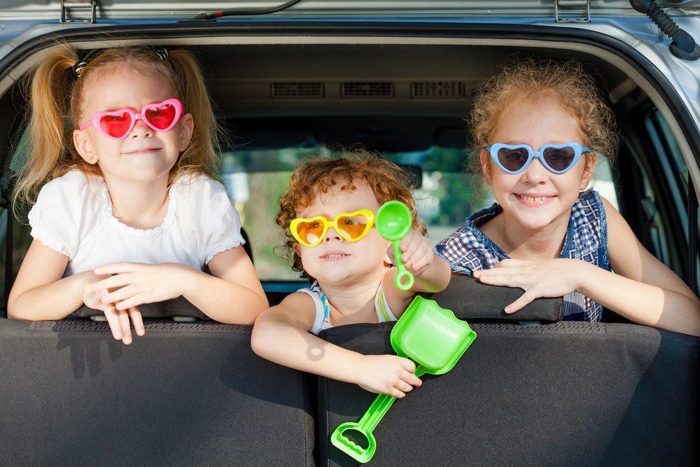Mit dem Auto in wenigen Stunden zu erreichen, wartet das Kinderhotel Alpenrose das ganze Jahr über auf kleine und grosse Besucher. (Bild: © altanaka / Shutterstock.com)