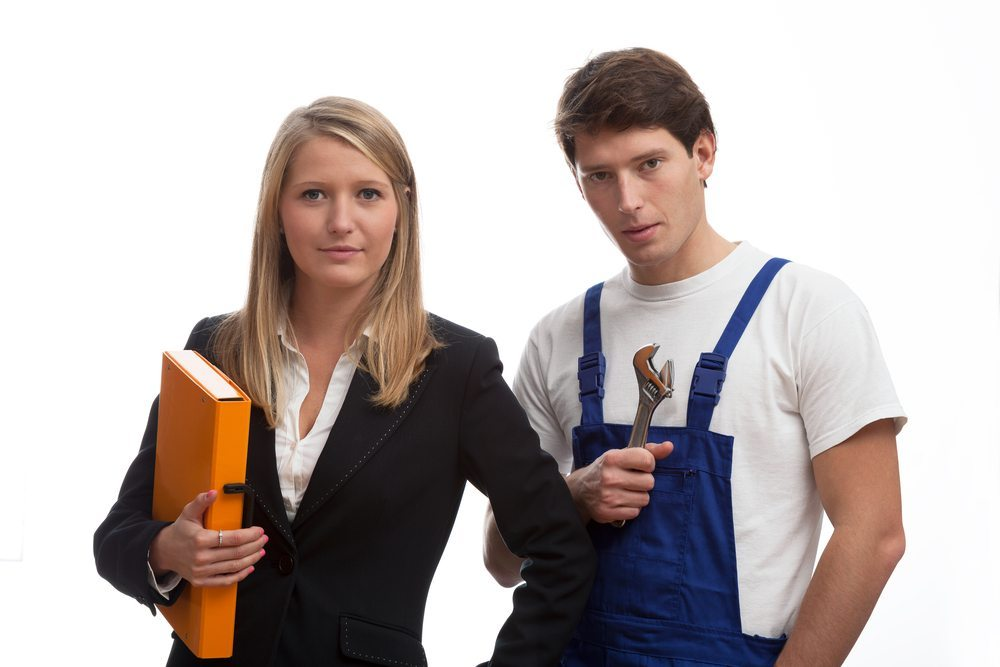 Sobald Sie einen Handwerker gefunden haben, dessen Qualifikation Ihnen zusagt, sollten Sie ein erstes Beratungsgespräch vereinbaren. (Bild: Photographee.eu / Shutterstock.com)