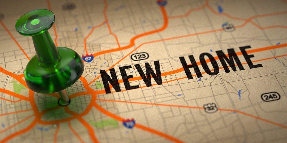 Je nach Standortlage des neuen Unternehmens ist es vielleicht notwendig, dass sich der eine oder andere Mitarbeiter eine neue Wohnung suchen muss. (Bild: Tashatuvango / Shutterstock.com)