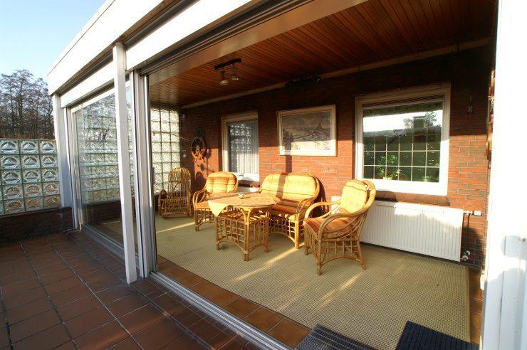 Rattanmöbel sind auch als Gartenmöbel wunderbar geeignet. (Bild: © Anne Katrin Figge - Fotolia.com)