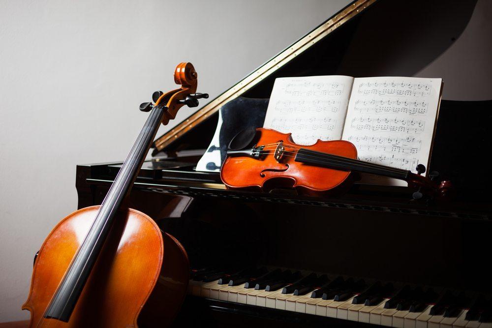 Es ist wichtig, ein Klavier oder ähnliche Instrumente mit weichen, gut gepolsterten Decken abzudecken. (Bild: Minerva Studio / Shutterstock.com)