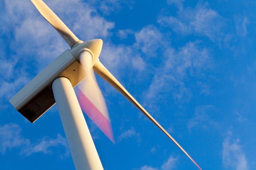 Wind statt Sonne nutzen. (Bild: Shawn Hempel / Shutterstock.com)
