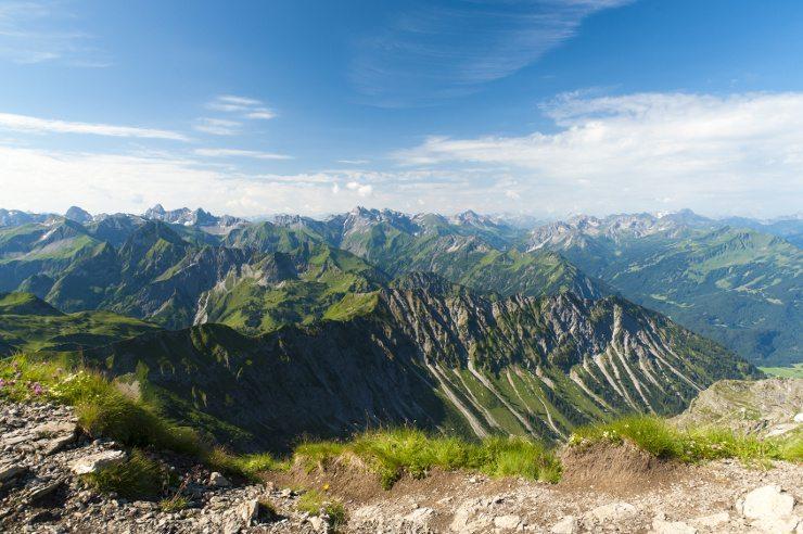 Rings um das Kinderhotel Oberjoch finden Sie ein Wanderparadies. (Bild: © Imaginis - Fotolia.com)