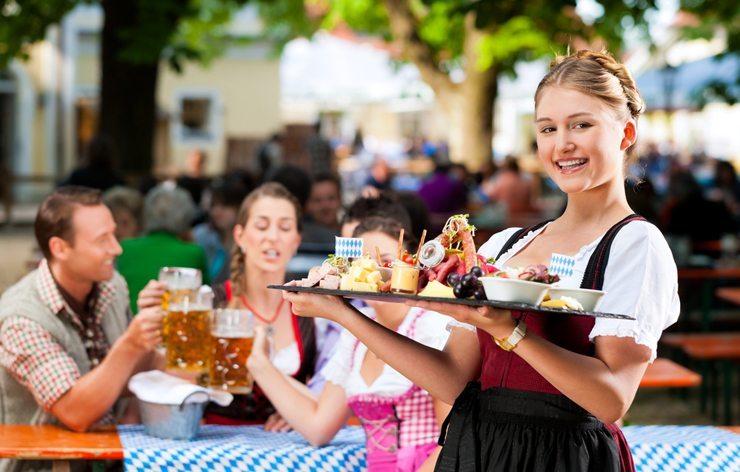 Mit Carreisen tolle Erlebnisse geniessen. (Oktoberfest - © Kzenon - shutterstock.com)
