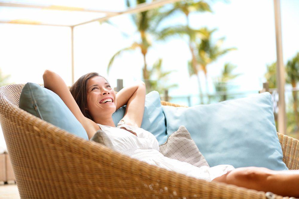 Bei der Einrichtung eines Feriendomizils ist die Wahl hochwertiger, langlebiger Materialien zu berücksichtigen. (Bild: © Maridav - shutterstock.com)