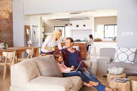 Mit einem Umzug lässt sich eine komplette Neueinrichtung verbinden. (Bild: © Monkey Business Images - shutterstock.com)