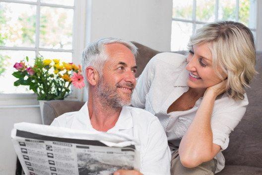 Zeitungsinserate sind bei der Wohnungssuche weiterhin eine wichtige Informationsquelle. (Bild: lightwavemedia / Shutterstock.com)