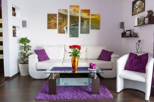 Wenn man Bilder richtig positioniert, lassen sich auch kleinere Räume aufwerten (Bild: © Patryk Kosmider - shutterstock.com)