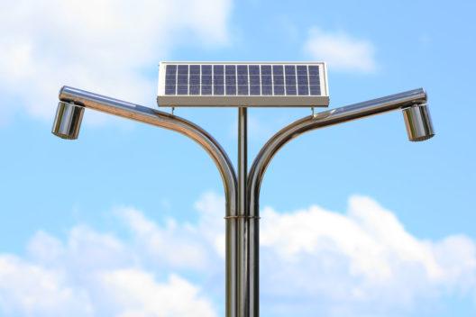 Mehr Duschspass mit Solarenergie (Bild: valjakum - shutterstock.com)
