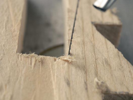 Eine hochwertige Dekupiersäge erlaubt präzises Arbeiten. (Bild: Andreas Berheide - shutterstock.com)