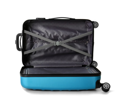 Ein Koffer kann als cleverer Umzugshelfer dienen. (Bild: Africa Studio - shutterstock.com)