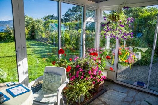 Naturnahes Wohnen mit einem Wintergarten (Bild: Phil Darby - shutterstock.com)