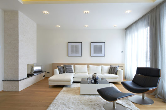 Passende Leuchtmittel für die neue Wohnung finden (Bild: Marko Poplasen - shutterstock.com)